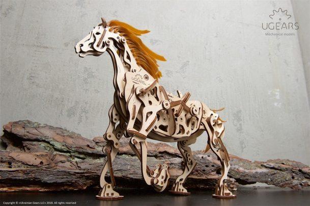 Ugears_Horse-Mechanoid_Model-Kit10-max-1000