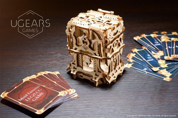 21-ugears-games-Deck-Box-max-1000