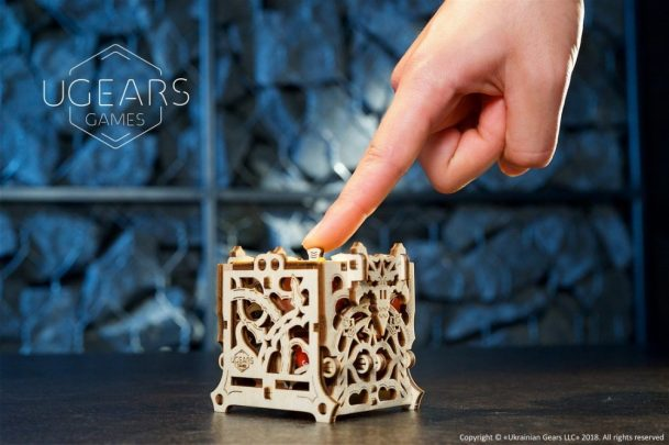 26-Ugears-Dice-Keeper-Mechanical-device-max-1000