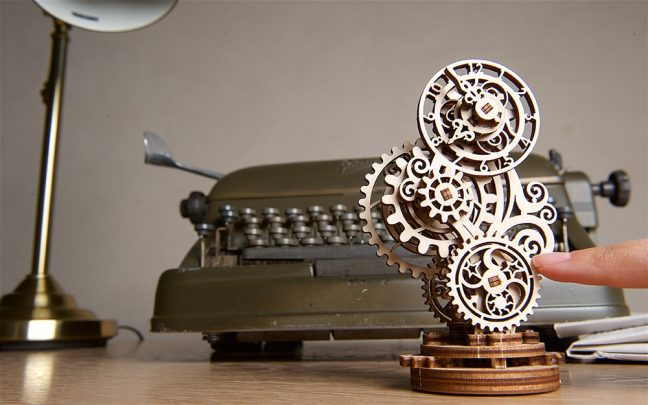 Ugears-Steampunk-Clock-Mechanical-Model_9-max-1000